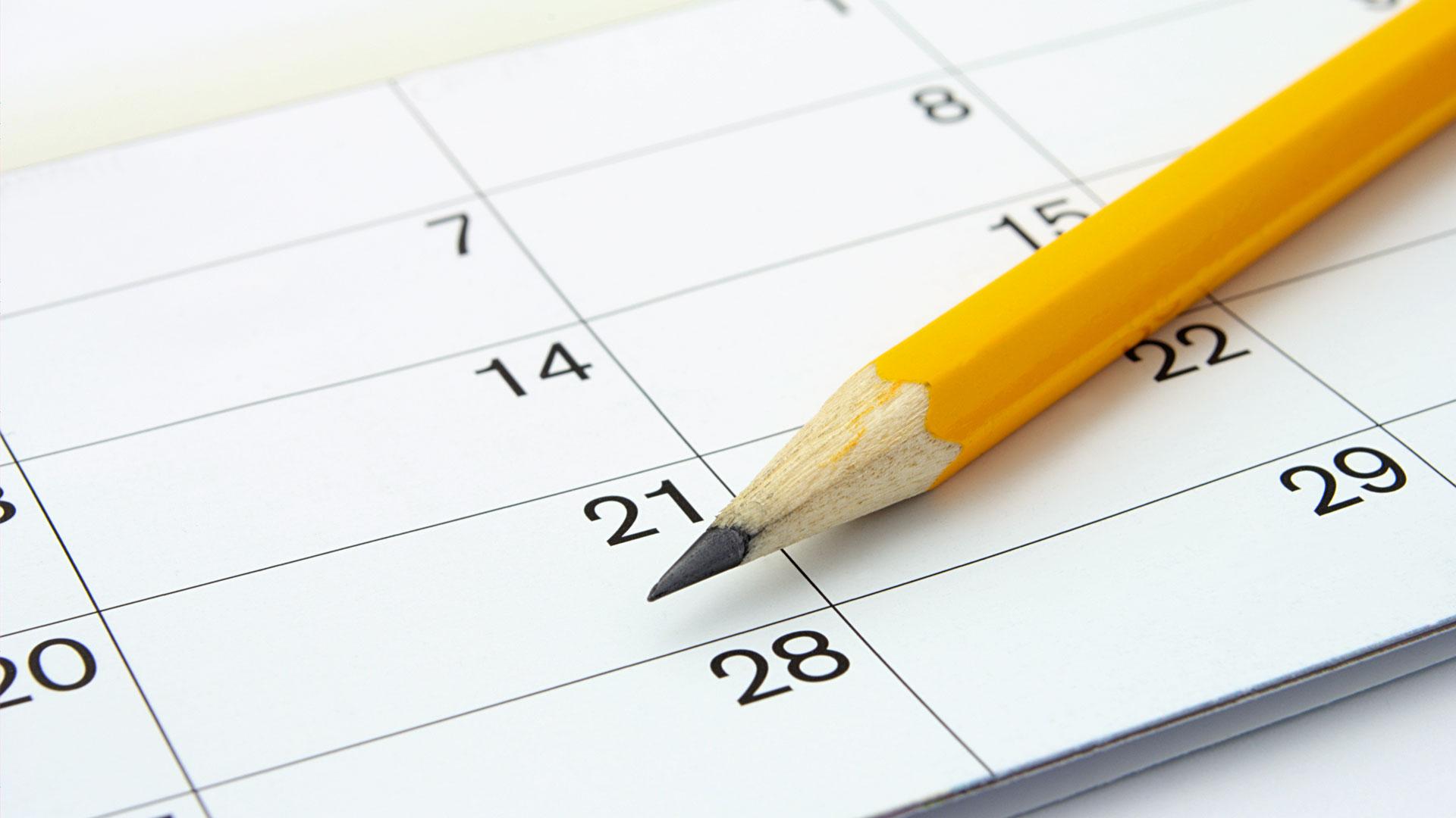 calendário de papel e lápis